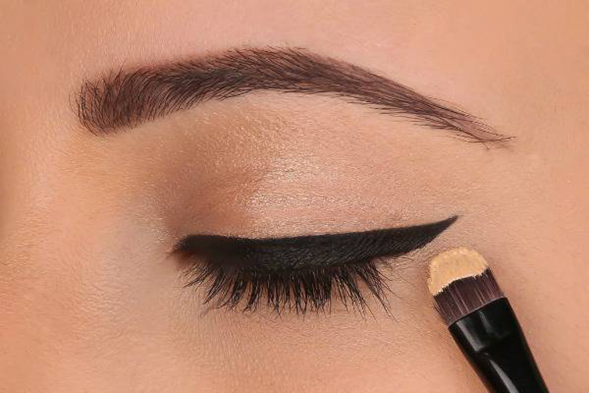 how to put on mascara for beginners