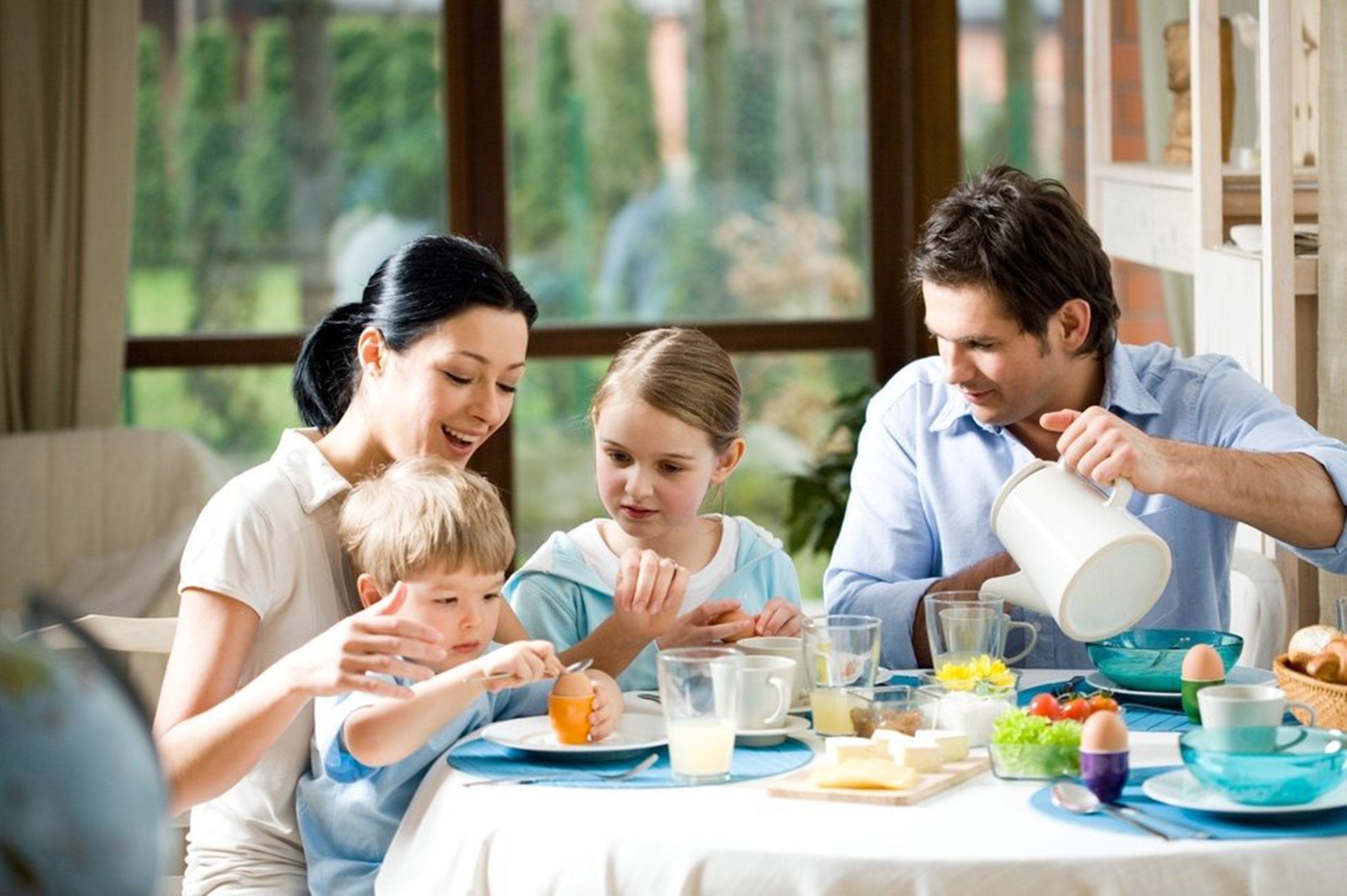 family eating breakfast - 978×651